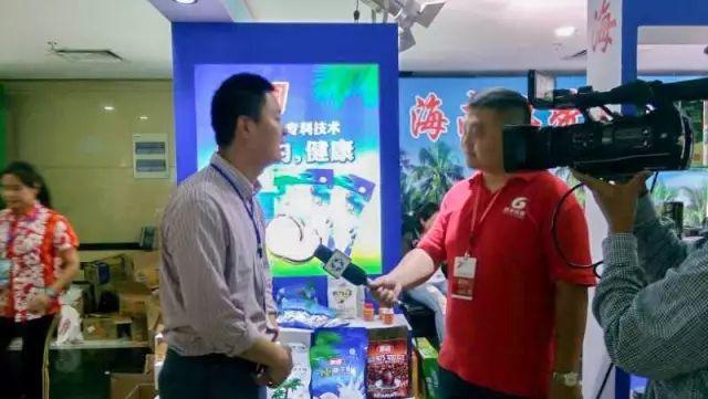 南国员工接受海南电视台记者采访