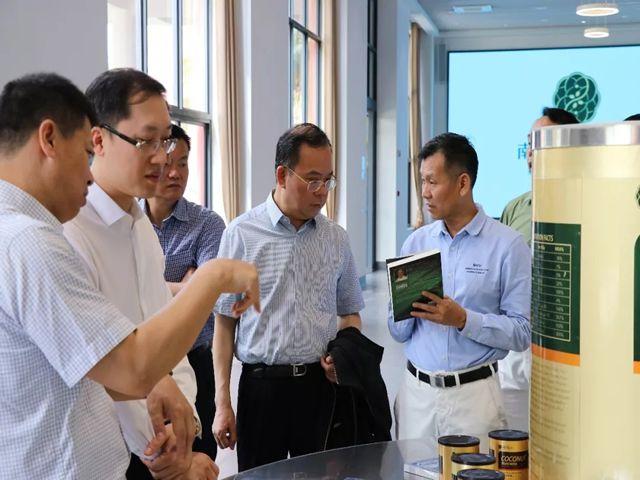 刘汉惜董事长在阐述健康新理念