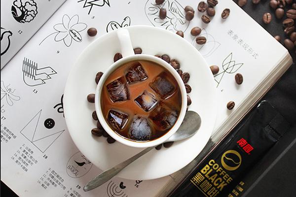 黑咖啡搭配纯椰子粉