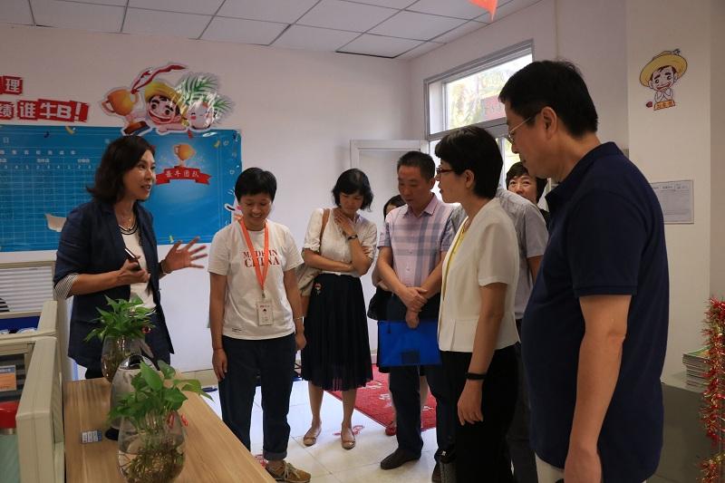 徐国华总经理向巡视组领导介绍CTPM精益管理制度