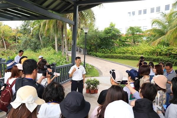 """""""外宣新媒体看海南""""大型采访团走进南国健康产业园"""